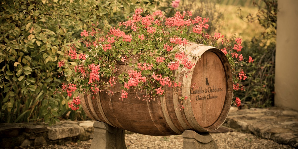 Gabbiano wine barrel with flowers